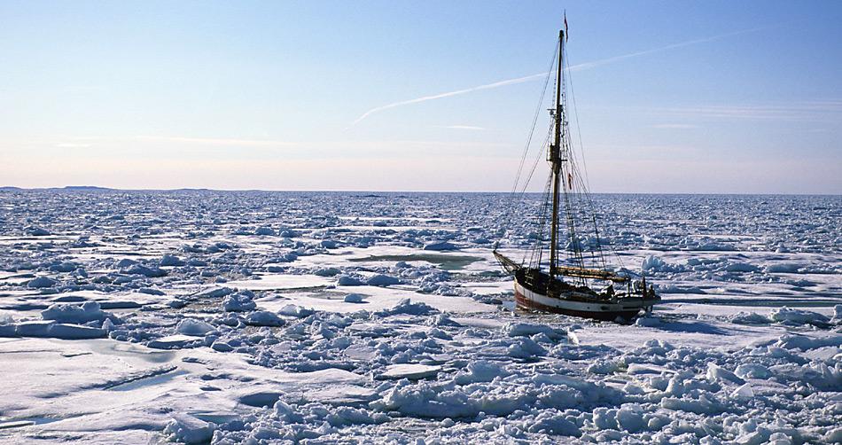 im Jahr 2004 durchfuhr Arved Fuchs mit der Dagmar Aaen zum zweiten Mal die Nordwestpassage.